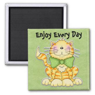 goce de cada imán del gato del día