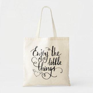 goce de la pequeña bolsa de asas de las cosas