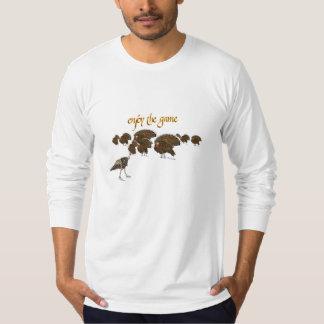 Goce de los pavos del juego que juegan la camisa