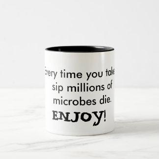 Goce de sus microbios taza de dos tonos