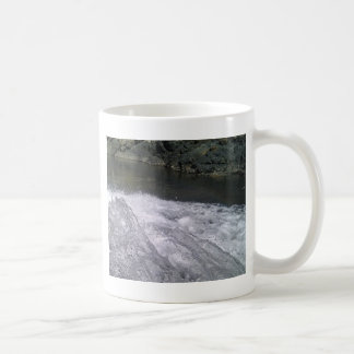 Goce de un chapoteo del verano taza de café