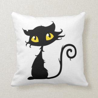 Goce del gato negro divertido del sueño de nueve v cojin