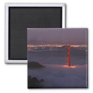 Golden Gate cubierto en niebla Imán Cuadrado