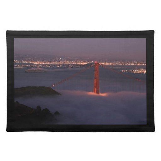 Golden Gate cubierto en niebla Mantel