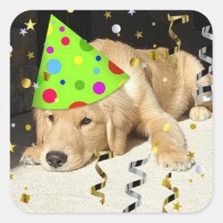 Golden retriever de la fiesta de cumpleaños pegatina cuadrada