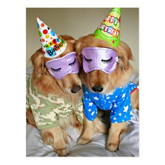 Golden retriever en cumpleaños de los pijamas tarjeta postal