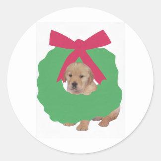 Golden Retriever in Holiday Wreath Classic Round Sticker