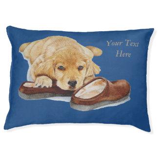 golden retriever lindo del perrito que abraza los cama para perro grande