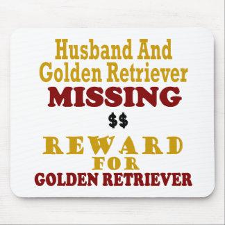Golden retriever y recompensa que falta del marido alfombrilla de ratones