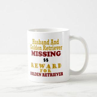 Golden retriever y recompensa que falta del marido taza de café
