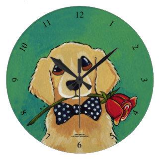 Golden retriever y reloj de pared color de rosa