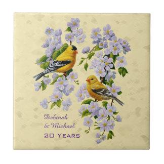 Goldfinches americanos y amarillo rosado de los azulejo cuadrado pequeño