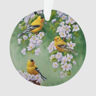 Goldfinches americanos y flores rosados de Apple
