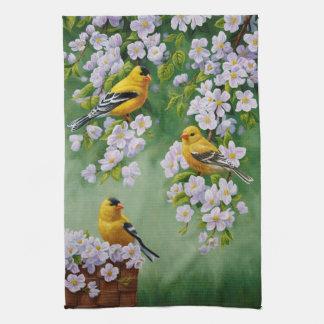 Goldfinches americanos y flores rosados de Apple Toalla De Cocina