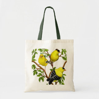 Goldfinches en bolso de las ramas de árbol