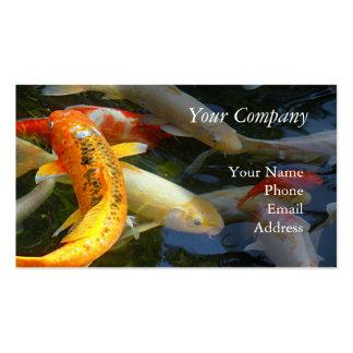 Goldfish brillantemente coloreado en una charca de plantilla de tarjeta de visita