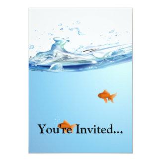 Goldfish debajo del acuario del agua invitaciones personalizada