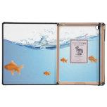 Goldfish debajo del acuario del agua iPad cárcasas