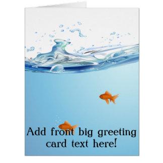Goldfish debajo del acuario del agua tarjeta de felicitación grande