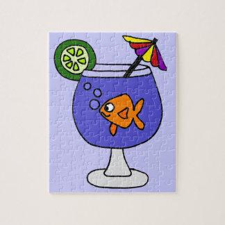 Goldfish divertido en arte tropical de la bebida rompecabeza con fotos