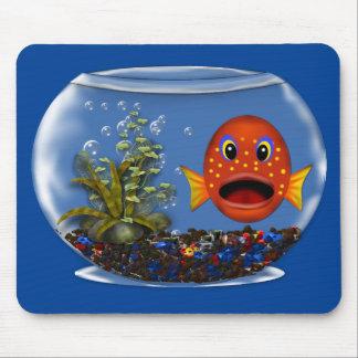 Goldfish en un cojín de ratón del cuenco tapete de raton