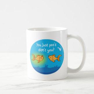 Goldfish enfadado taza de café