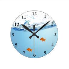 Goldfish under water aquarium round clock