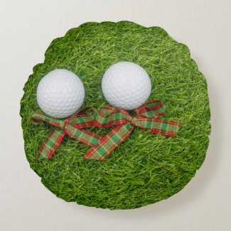 Golf ball with Christmas Holiday ribbon on green Round Pillow