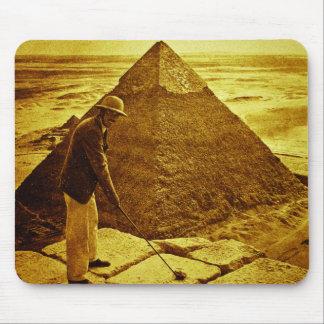 Golf del vintage en las pirámides tapetes de raton