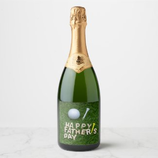 Golf Father's Day with golf ball on green grass Champagne Label