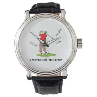 Golf que intenta golpear el espacio abierto reloj