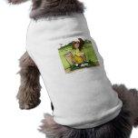 Golfista de sexo masculino chistoso en un equipo a camisas de perritos