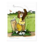 Golfista de sexo masculino chistoso en un equipo postal