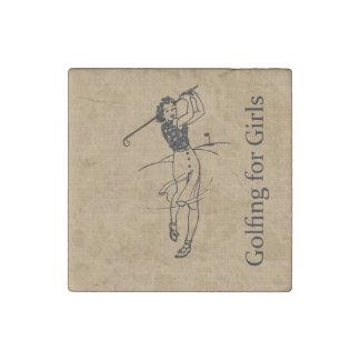 Golfista del chica del vintage en la falsa imán de piedra