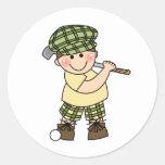 Golfista del muchacho etiquetas redondas