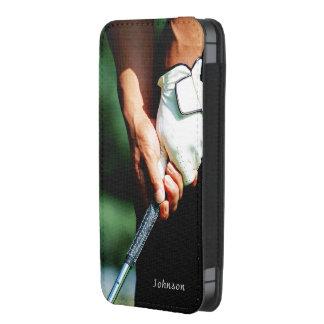 Golfista elegante del golf con el texto de encargo bolsillo para móvil