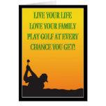 Golfista feliz del día de padre en la tarjeta de l