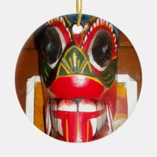 Golpe gifts.jp de Halloween del cráneo de Hakuna Adorno Redondo De Cerámica