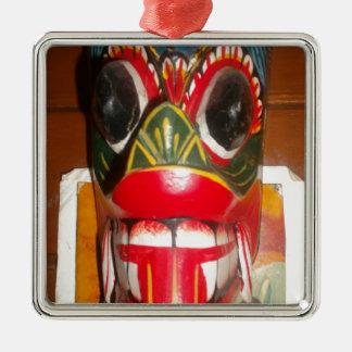 Golpe gifts.jp de Halloween del cráneo de Hakuna Adorno Cuadrado Plateado