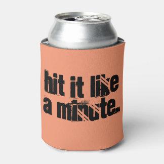 Golpe tiene gusto de una cerveza minuciosa enfriador de latas