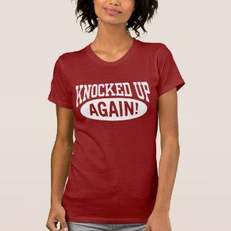 Golpeado encima de otra vez camiseta