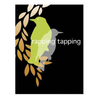 Golpeando golpear ligeramente - pájaros en rama tarjeta postal