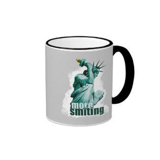 ¡Golpeando violentamente! Estatua de la libertad Tazas De Café
