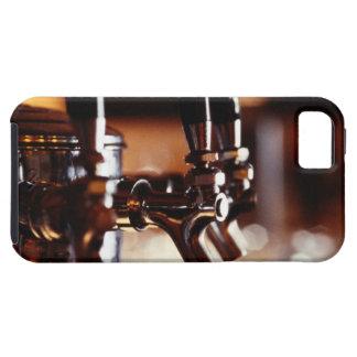 Golpecitos de la cerveza iPhone 5 Case-Mate cárcasas