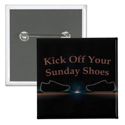 Golpee apagado sus zapatos de domingo con el pie pins