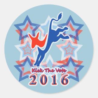 ¡Golpee el recordatorio 2016 del fiesta con el pie Pegatina Redonda