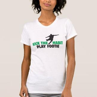 Golpee la camiseta de la Micro-Fibra con el pie de Playeras