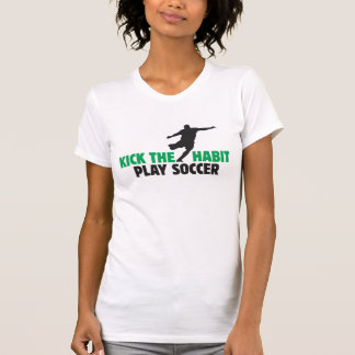 Golpee la camiseta de la Micro-Fibra con el pie de Playera
