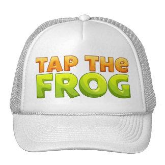 Golpee ligeramente el gorra de la rana