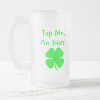 ¡Golpéeme ligeramente que soy irlandés! Taza Cristal Mate